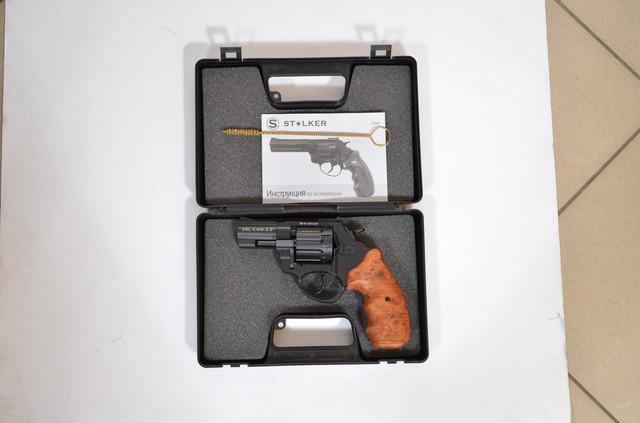 ревоьвер флобера сталкер в кейсі з йоржем і документами
