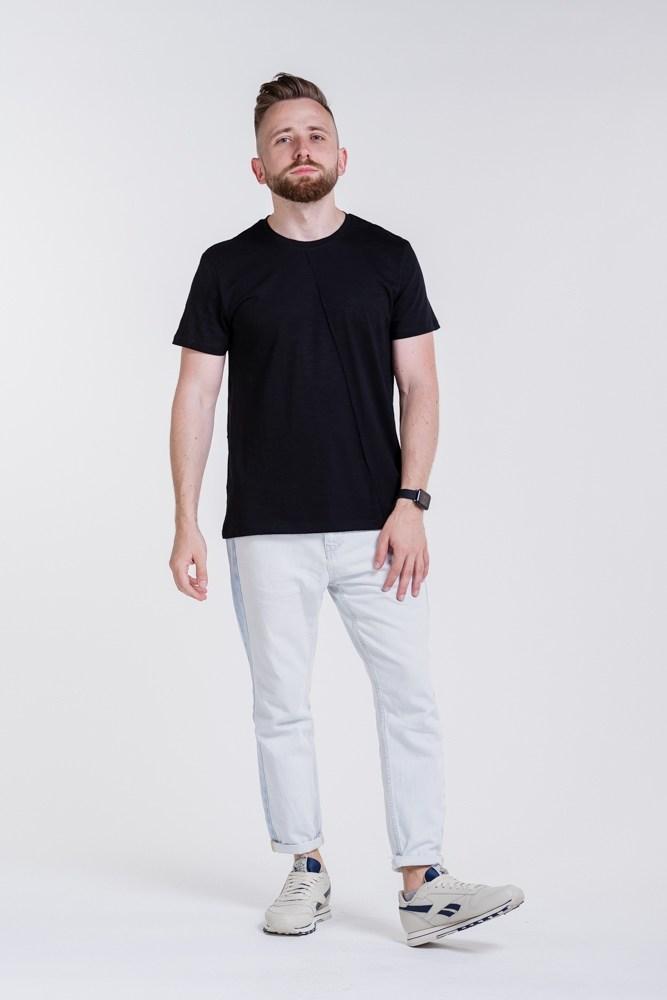 Чоловіча футболка з декоративною строчкою