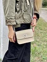 Сумка мессенджер  женская  маленькая на длинном ремешке с цепочкой из экокожи бежевая