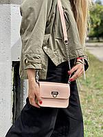 Сумка мессенджер женская  маленькая на длинном ремешке с цепочкой из экокожи пудровая розовая, фото 1