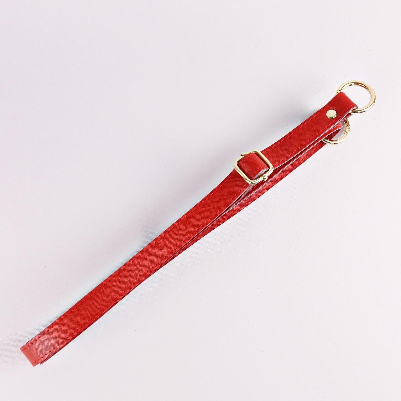 Ручка для сумки экокожа Красная, золото 68-126 см, на кольцах-карабинах
