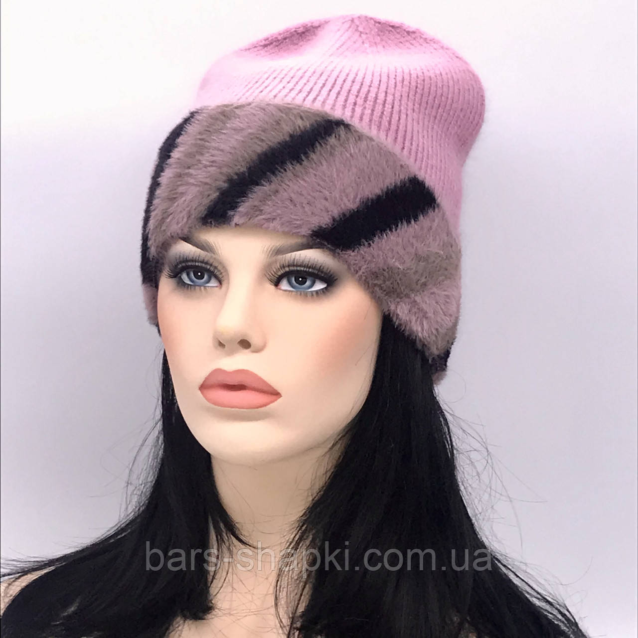 Трикотажная шапочка с цветным отворотом. Цвет розовый.