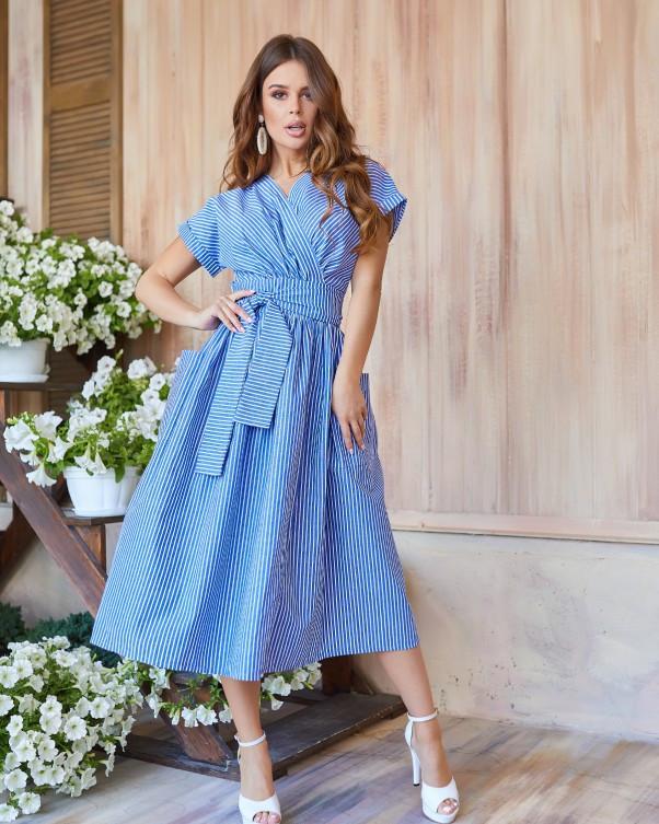 Голубое льняное платье-халат кроя на запах с белыми вертикальными полосками XL