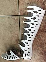 Женские летние сапоги-гладиаторы белые