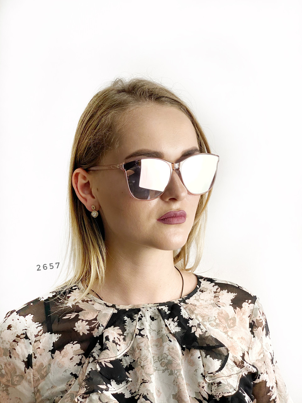 Стильные солнцезащитные очки цвет пудри