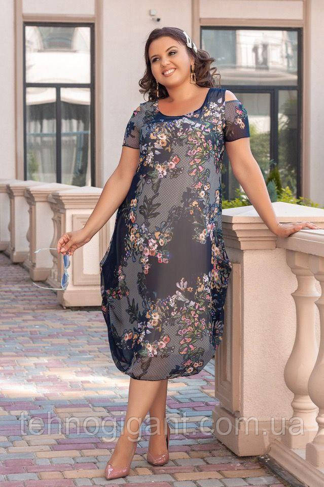 Нарядное летнее шифоновое платье с открытыми плечами больших размеров 50,52,54,56, цветочным принтом Серое
