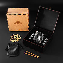Камни для виски. Подарок мужу. Камни для виски подарочный темный деревянный набор с бокалом Светлая коробка + Бокал Bohemia Quadro 340 мл, фото 2