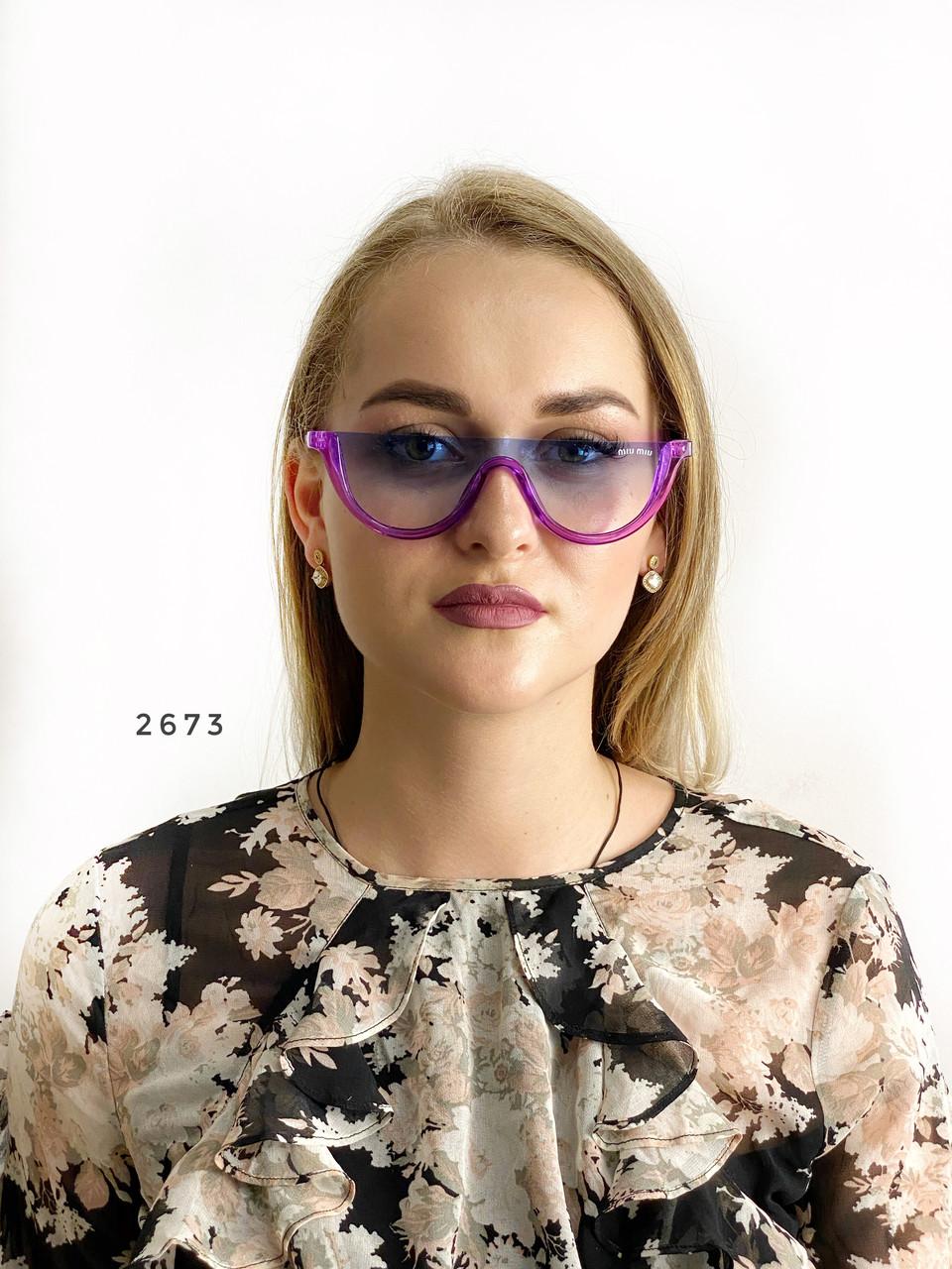 Модные голубые очки в фиолетовой оправе miu miu