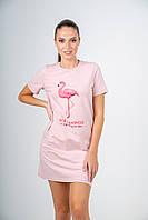 Футболка- платье женское пудровое с принтом розовый фламинго, фото 1
