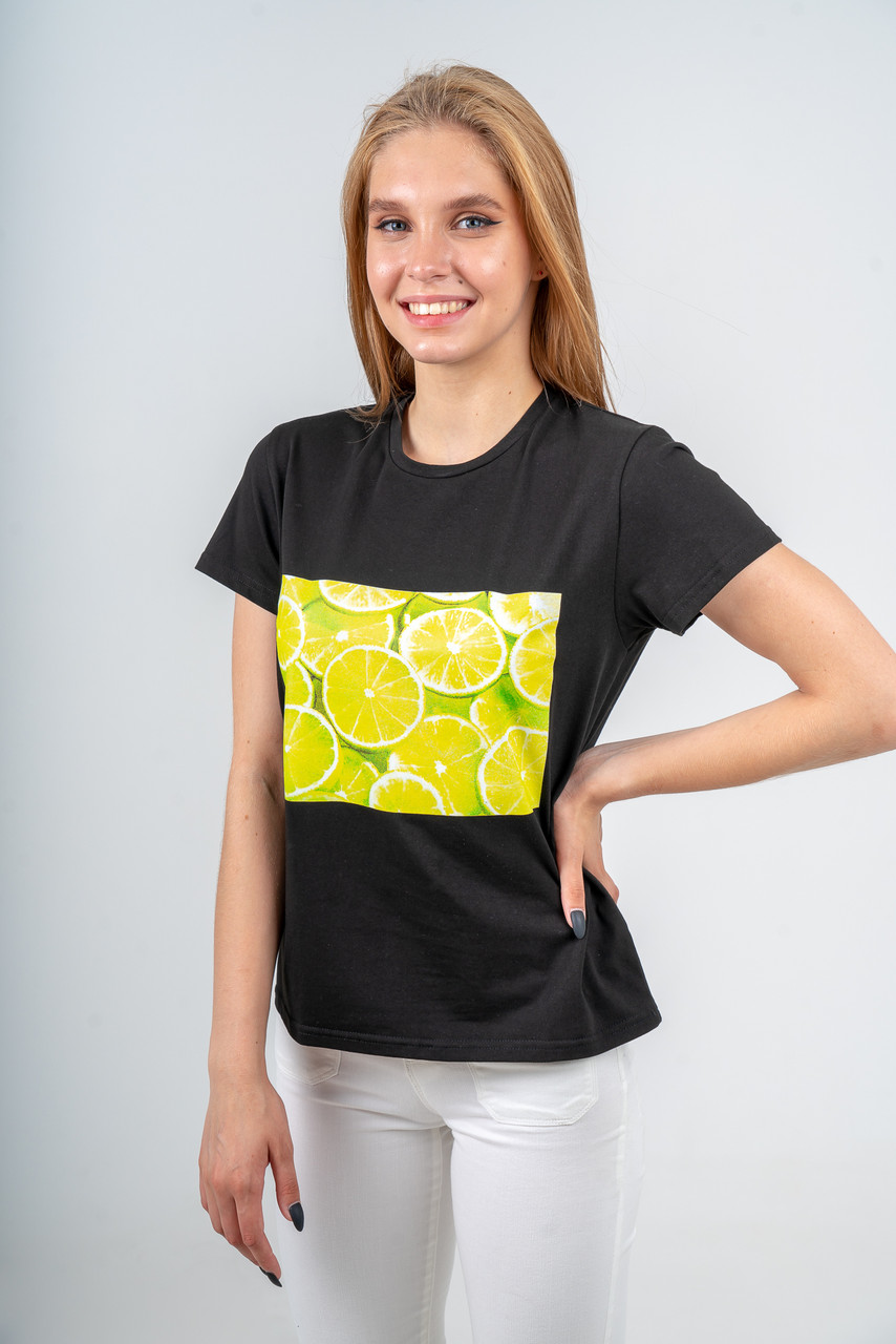 Футболка женская черная с желтым принтом из сочных лаймов