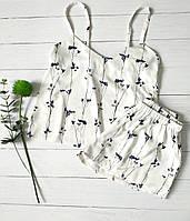 Белая женская пижама с майкой и шортами с цветочной расцветкой, фото 1