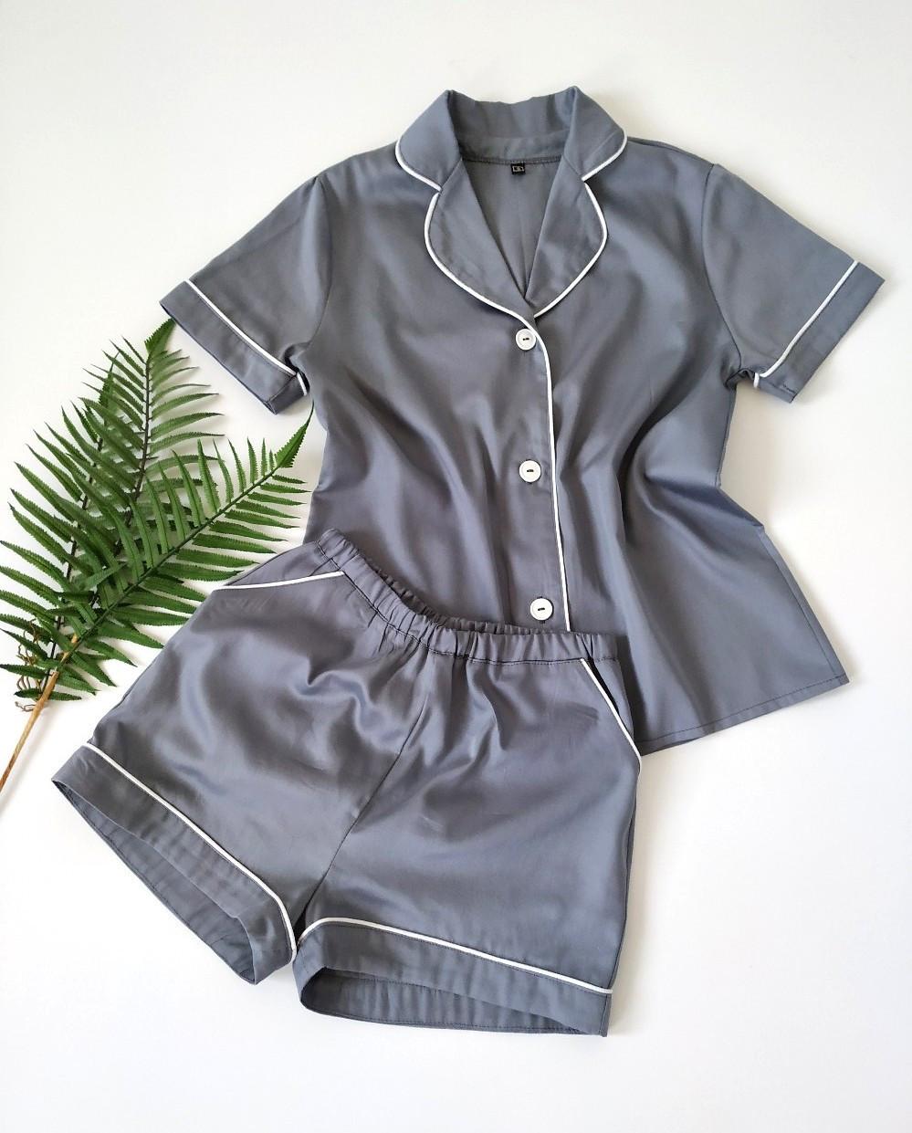 Жіноча піжама з сорочкою на короткий рукав і шортами сірого кольору