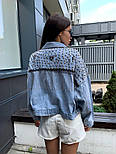 Женская джинсовая куртка / джинсовка с цепочками и заклепками, фото 2