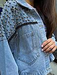 Женская джинсовая куртка / джинсовка с цепочками и заклепками, фото 3