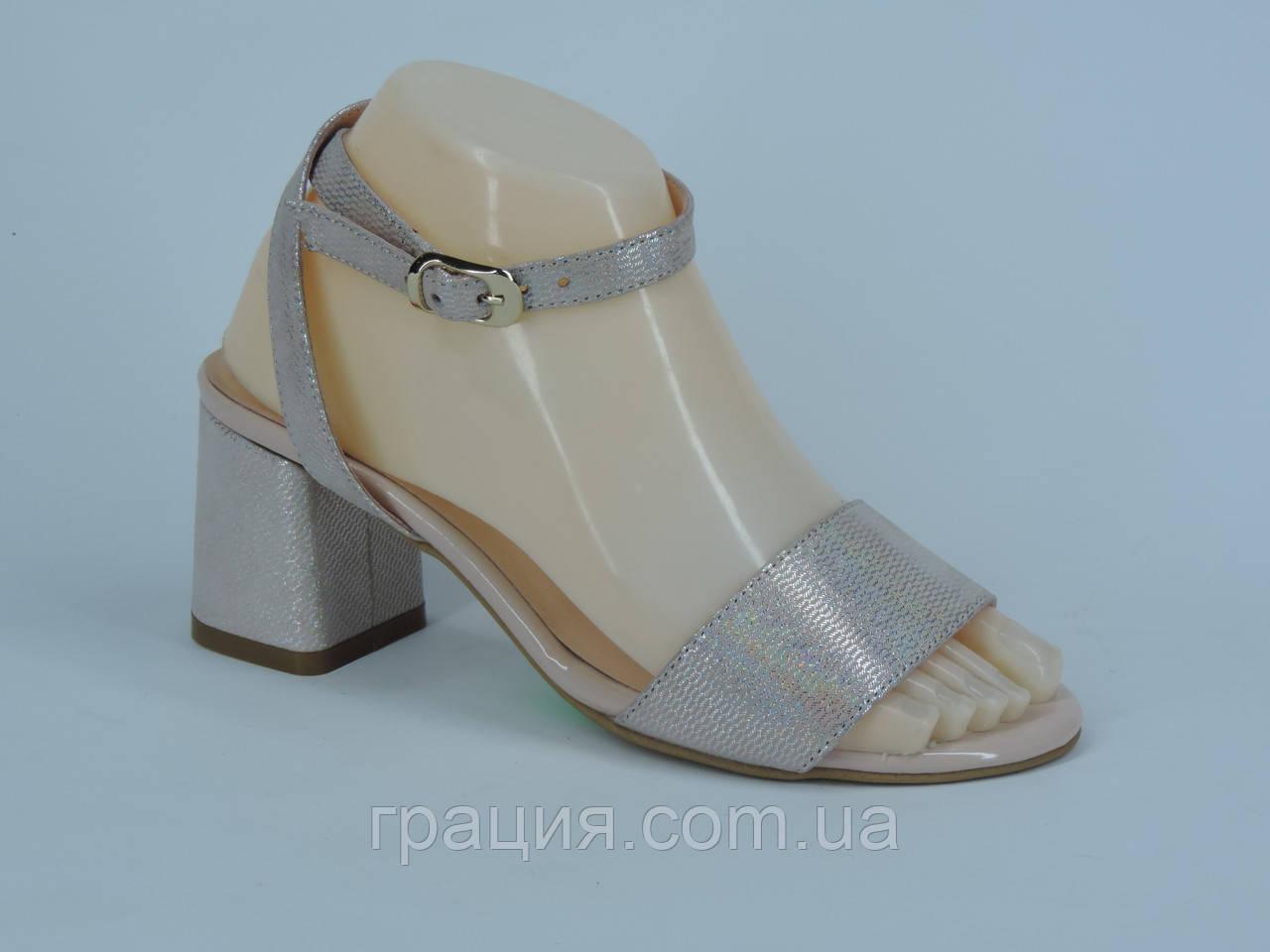 Модные женские босоножки на не высоком каблуке