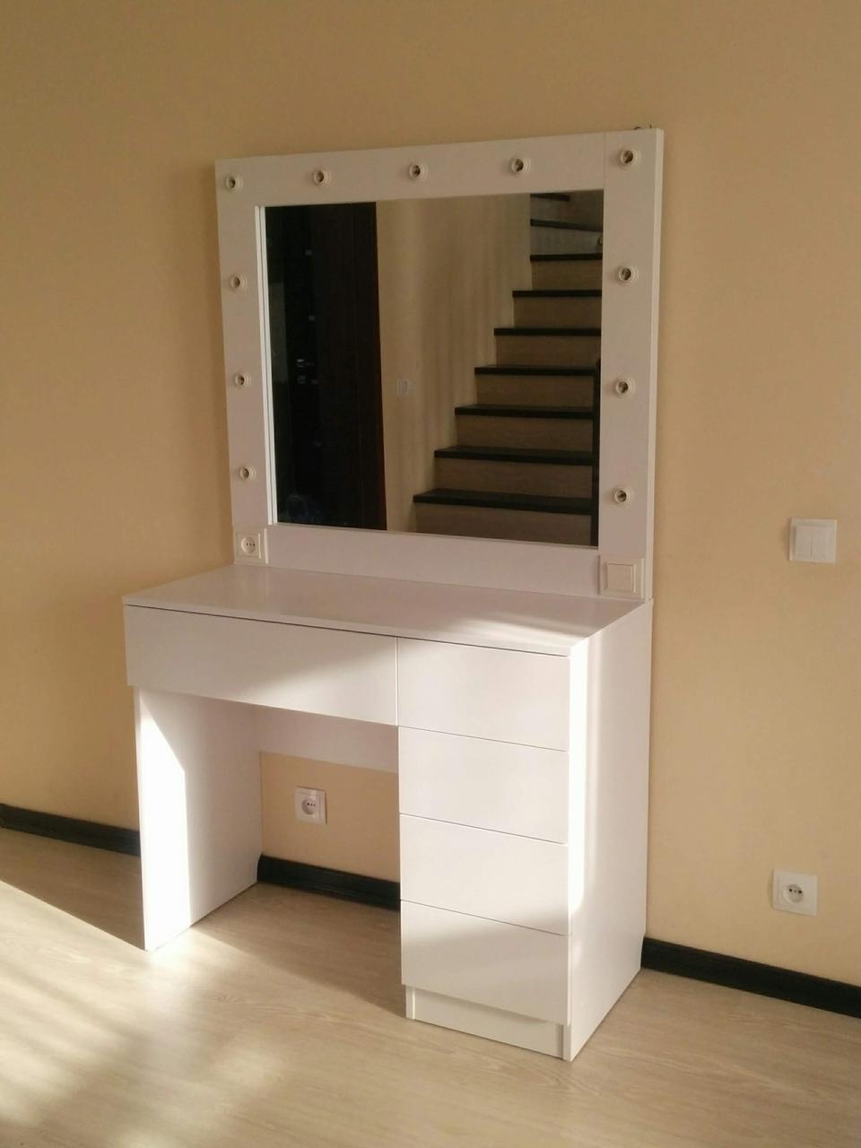 Стол для визажиста, парикмахера, с зеркалом тел. 0976299553