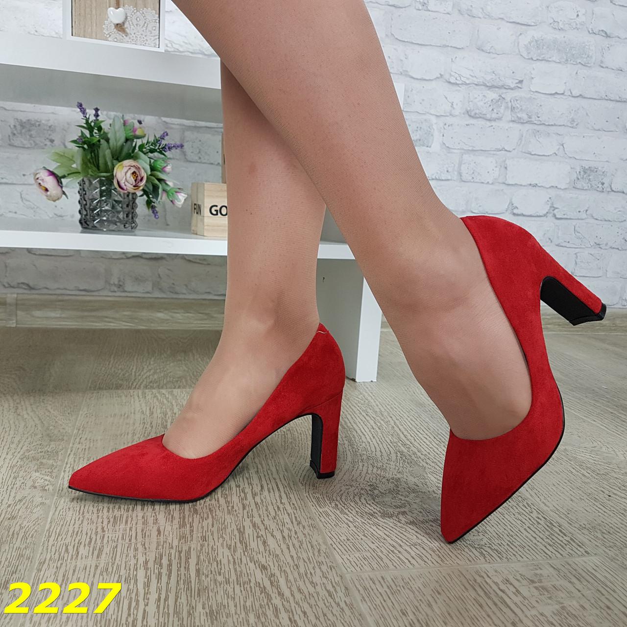 Туфли лодочки замшевые красные на низком широком устойчивом каблуке