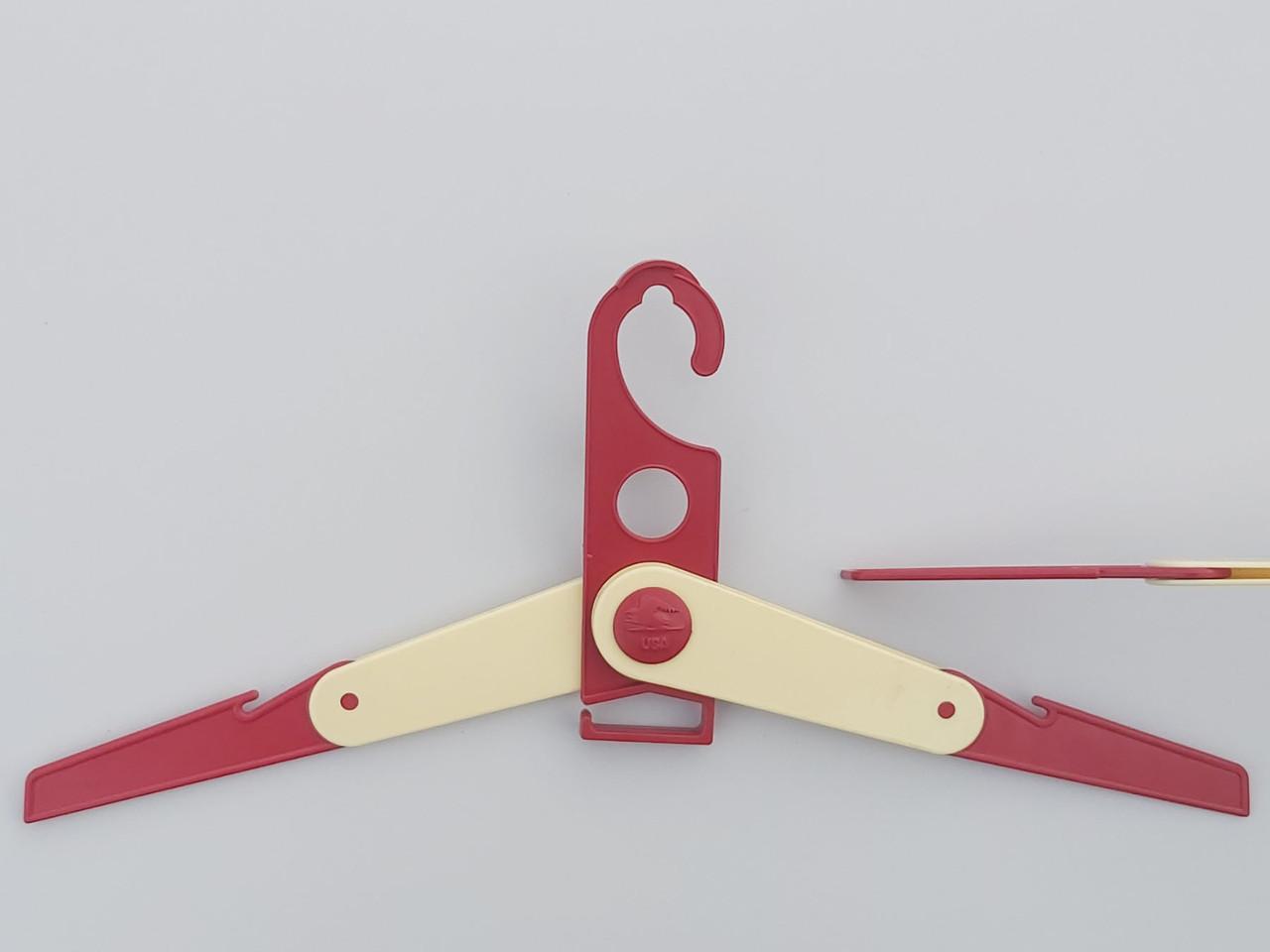 Длина 40 см. Плечики вешалки пластмассовые складные (командировочные) красного цвета