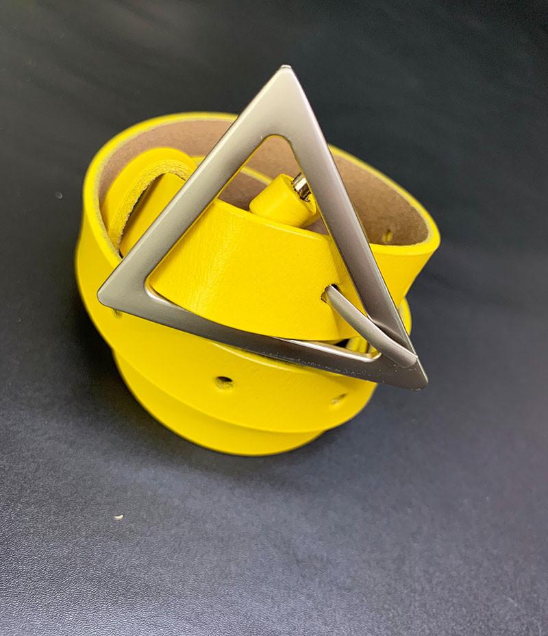 Ремень из эко-кожи с треугольным лого