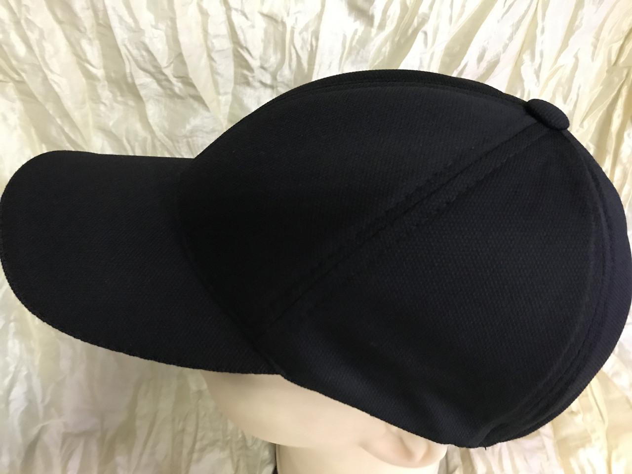 Черная  бейсболка трикотажная с белым  и синим кантом на козырьке 56-58-60