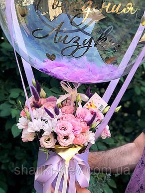 Букет в  шляпной коробке с цветами и Шар Баблс с индивидуальной надписью и перьями, фото 2