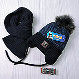 М 94002 Комплект для хлопчика шапка з шнурками на флісі і шарф, різні кольори, фото 6