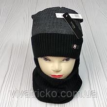 """М 94010 Комплект для хлопчика шапка """"R"""" на флісі і снуд, різні кольори"""