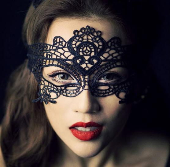 Маскарадный маска на лицо