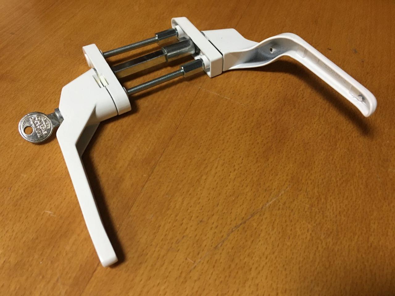 Ручка двухсторонняя на балконную металлопластиковую дверь с ключом узкая Winlock Правая дверь