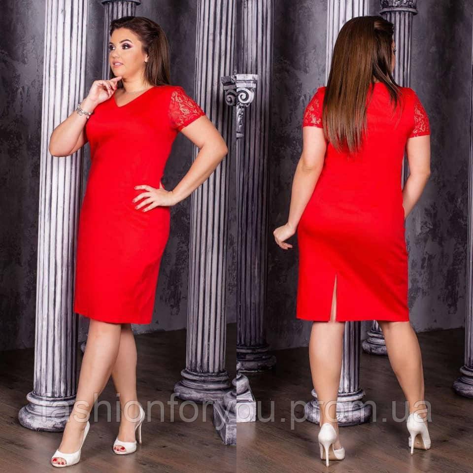 Женское платье приталенного кроя красное