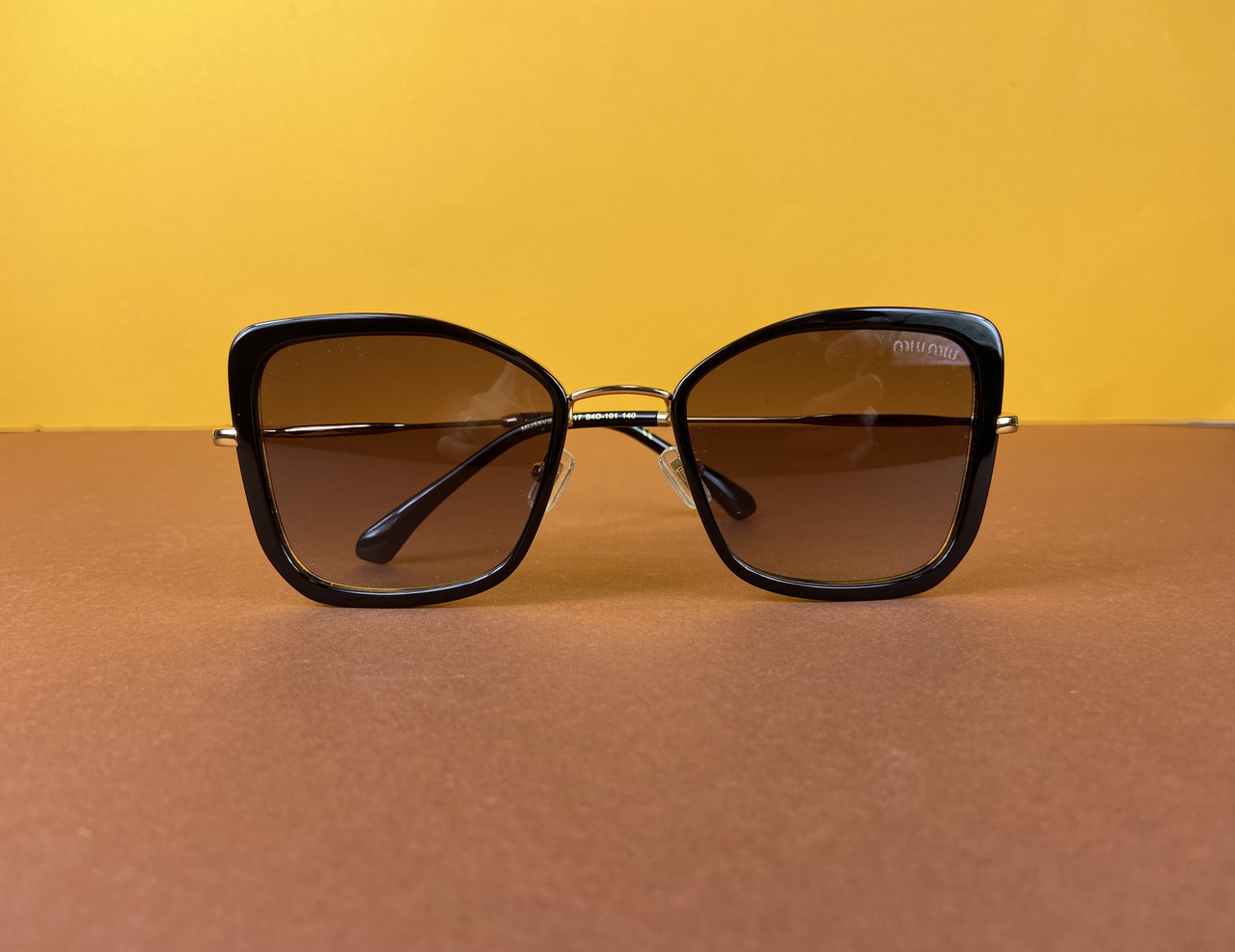 Очки Miu Miu солнцезащитные (Миу Миу) 106-35