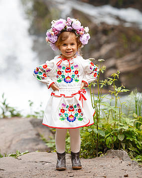Вишитий костюм Квіти гладдю (2-11років) - молочна