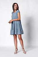 Стильное повседневное летнее женское платье голубое в мелкий белый горошек А-Силуэта с воланами