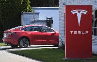 Tesla призупинить роботу головного заводу в Каліфорнії