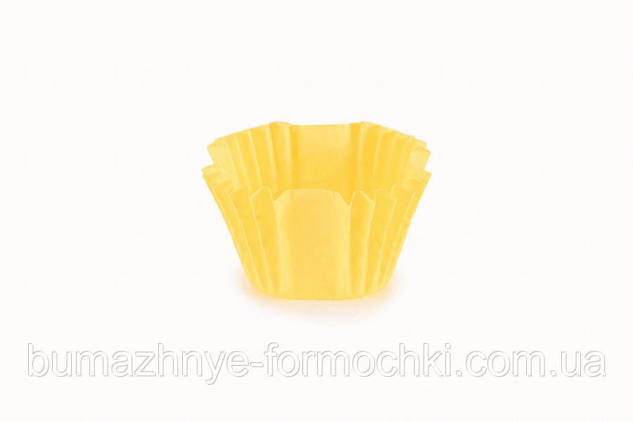 Квадратна жовта паперова форма