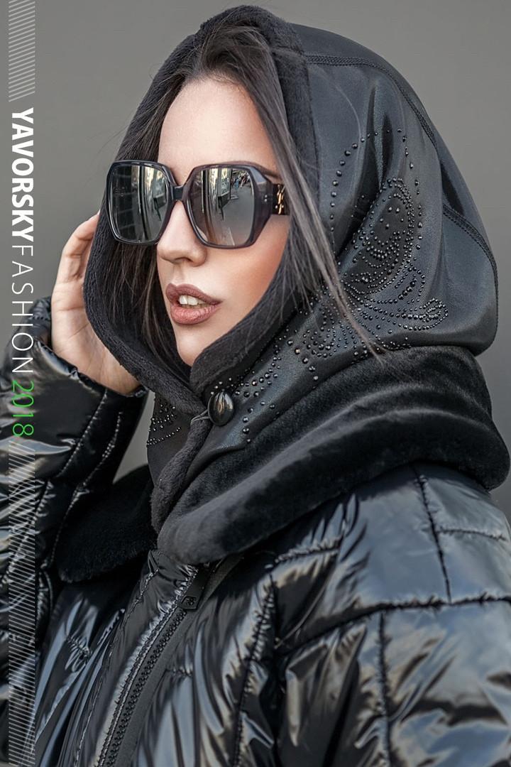 Женская косынка - капюшон на меху  на пуговице цвет черный