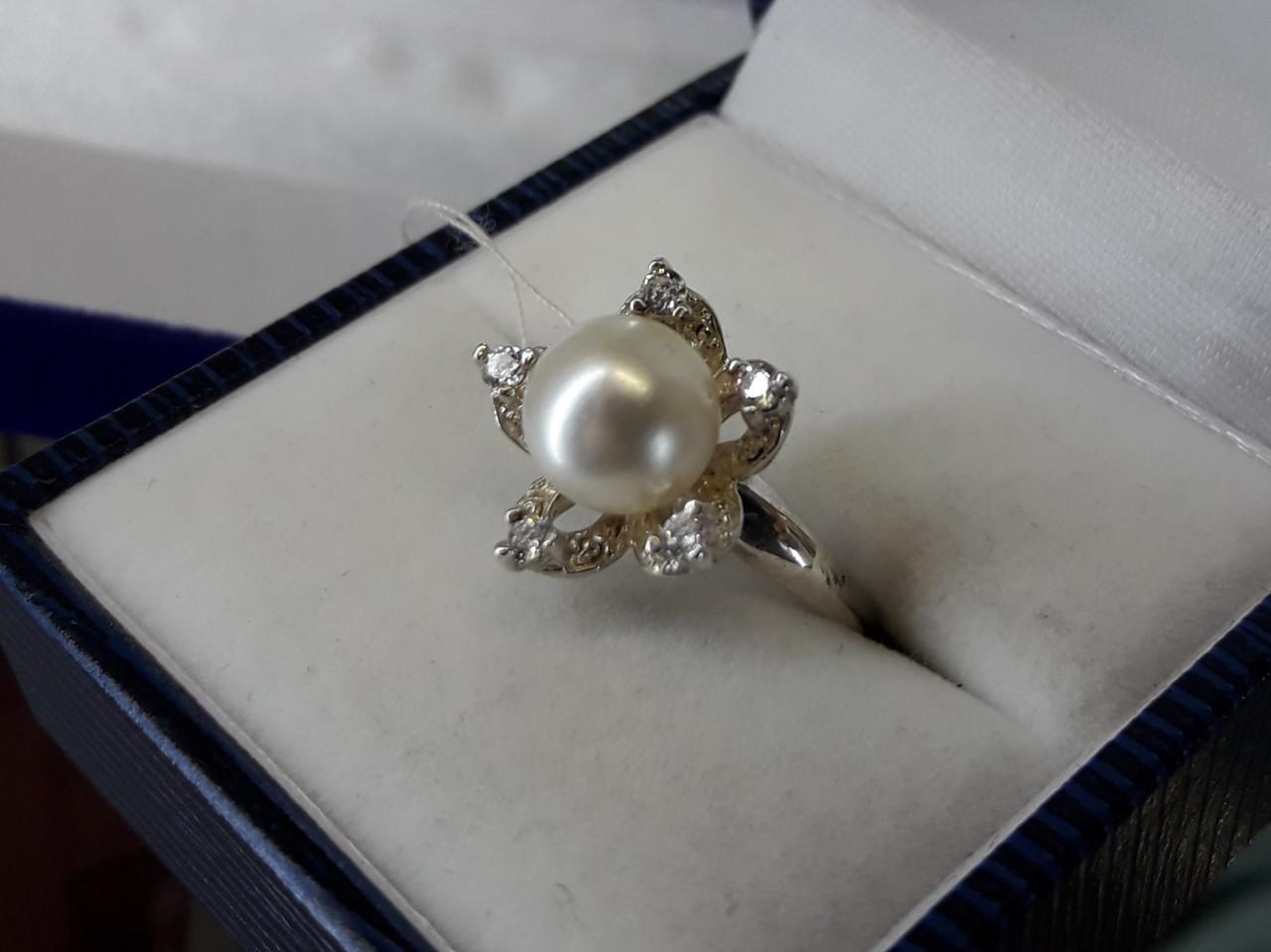 Срібне кільце з перлами і кубічним цирконієм