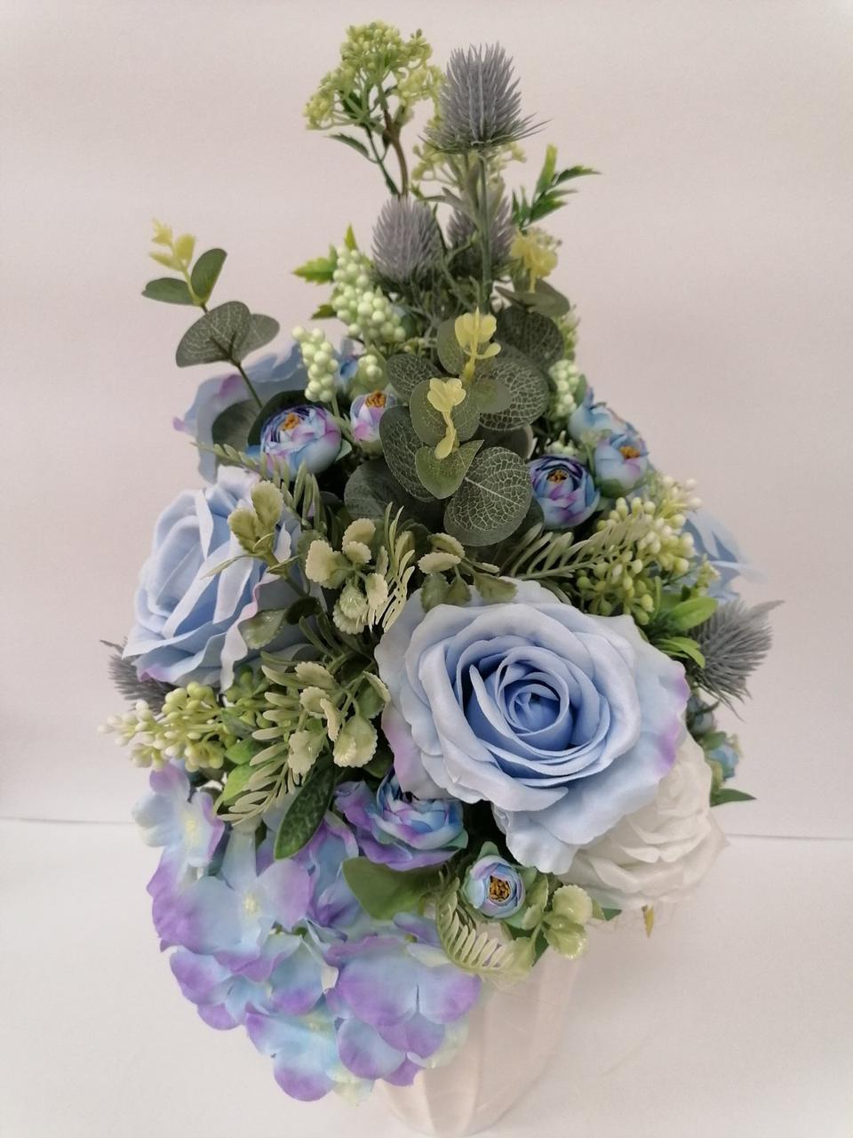 Композиция из цветов Волинськi  вiзерунки в керамическом кашпо мятно-голубая