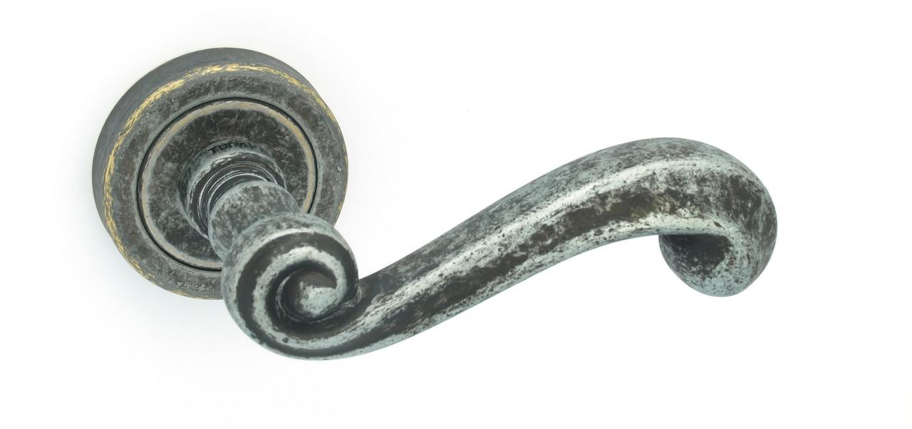 Дверна ручка Tupai 738 R /47 античне срібло