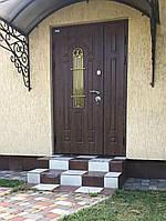 Двери входные металлические полуторные Лучия со стеклом и ковкой