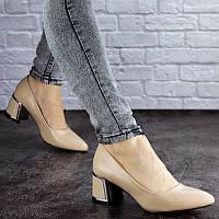 Женские туфли бежевого цвета Vinnie на удобном каблучке