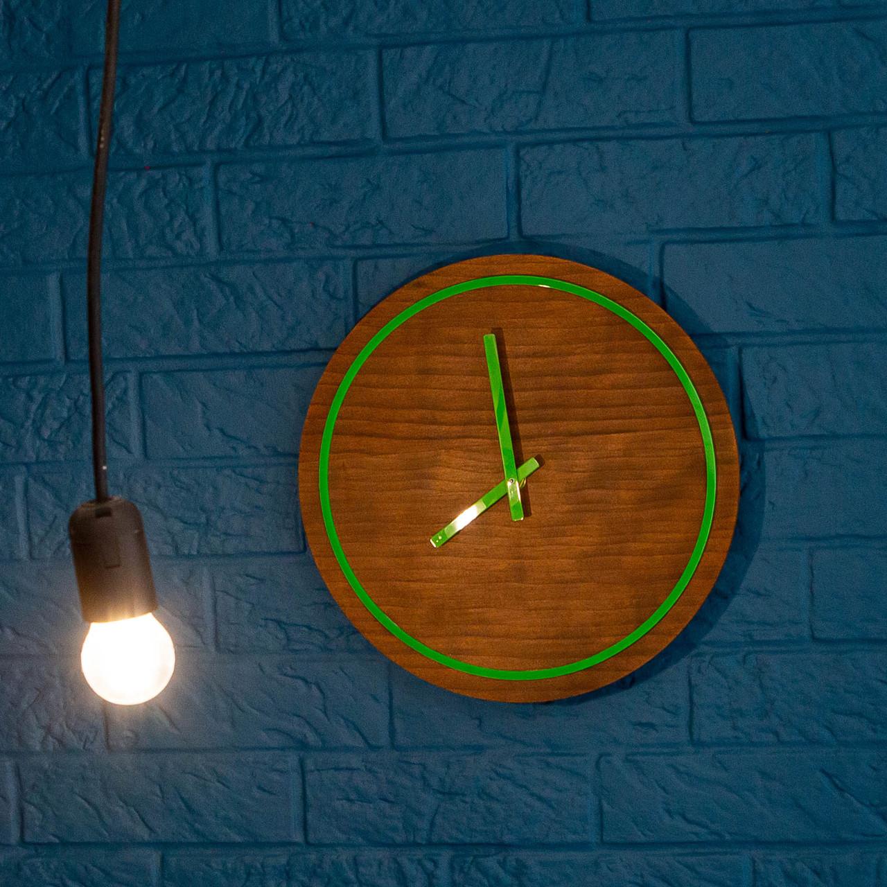 Часы с дерева и акрыла