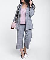 Стильный женский костюм удлиненный пиджак и брюки-кюлоты светло-серый в клетку