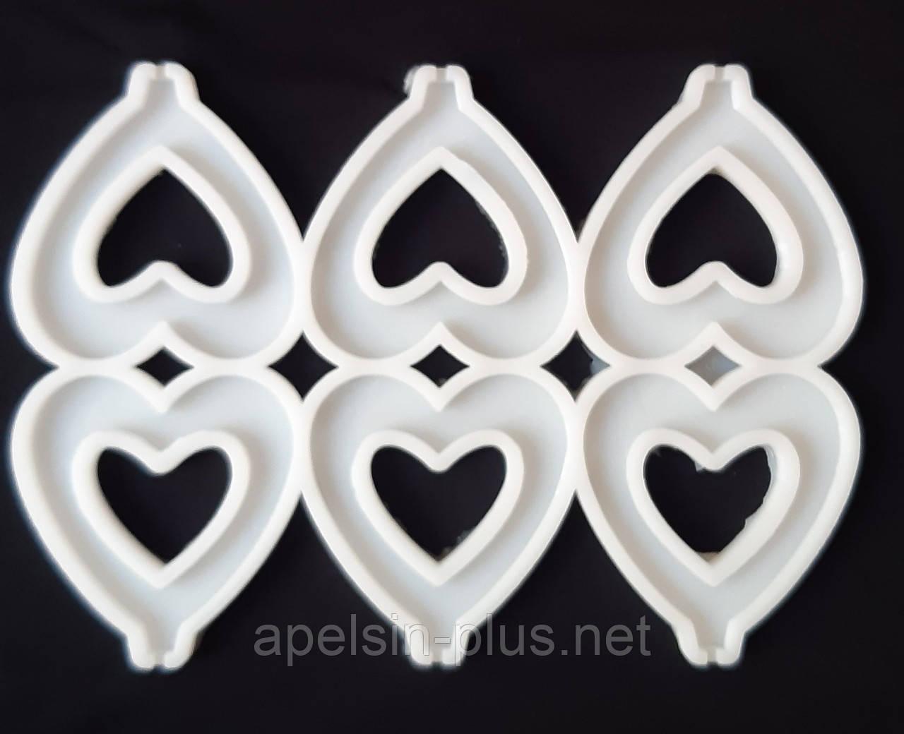 Молд силиконовый для леденцов и изомальта Сердечки с выемкой на 6 ячеек  5,5 см на 6,0 см