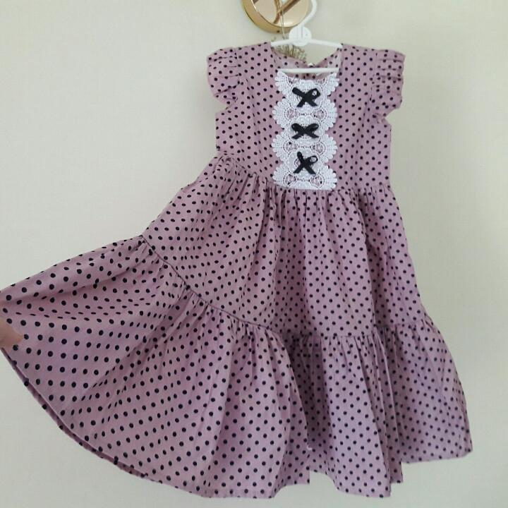 Летнее детское  платье в горошек