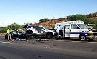 Автопілот Tesla влаштував аварію з машиною поліції і «швидкої»