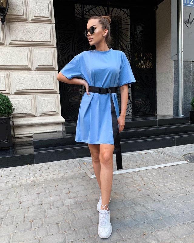 Модное летнее платье-футболка под пояс