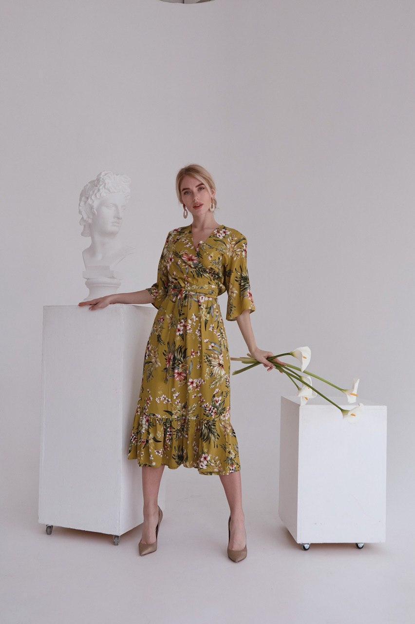 Летнее платье на запах в цветочный принт