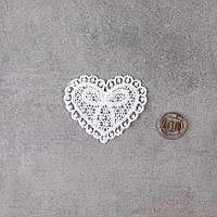 Декоративная Нашивка Аппликация для Одежды и Декора Ажурное Сердце с Бантиком 5.5 см