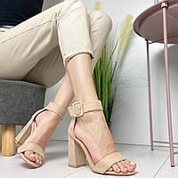 Бежевые женские замшевые босоножки на высоком каблуке с широким ремешком 24752